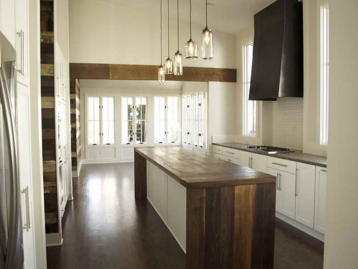 Reclaimed Wood Kitchen Island with Hanglamp in Modern Kitchen
