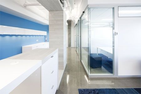 White Artopex furniture with flashes of the corporate blue create an inspiring environment for all employees.