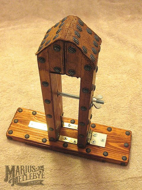 Stitching pony by Marius Mellebye Randy made one of these!! his is a self standing one.