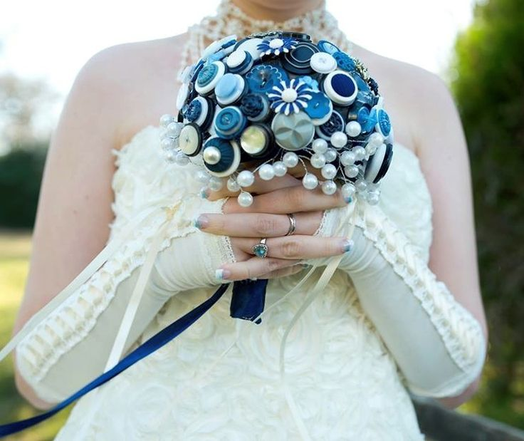 Your something blue! A pretty button bouquet made with buttons in varying shades of blue, a couple of stunning daisy brooches and pearls.