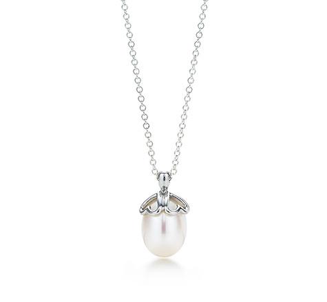 love this Tiffany!Borrowed, Wedding Pearls, Head Of Garlic, Cap Pendants, Freshwater Pearls, Heart Cap, Favourite Things, Pearls Galore, My Wedding