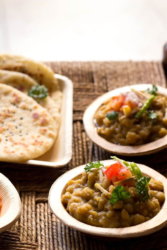 matar kulcha - popular street food of north india. tangy white peas curry served with leavened flat bread.    #matar #kulcha #indianfood #indianrecipes #whitepeas #whitepeas