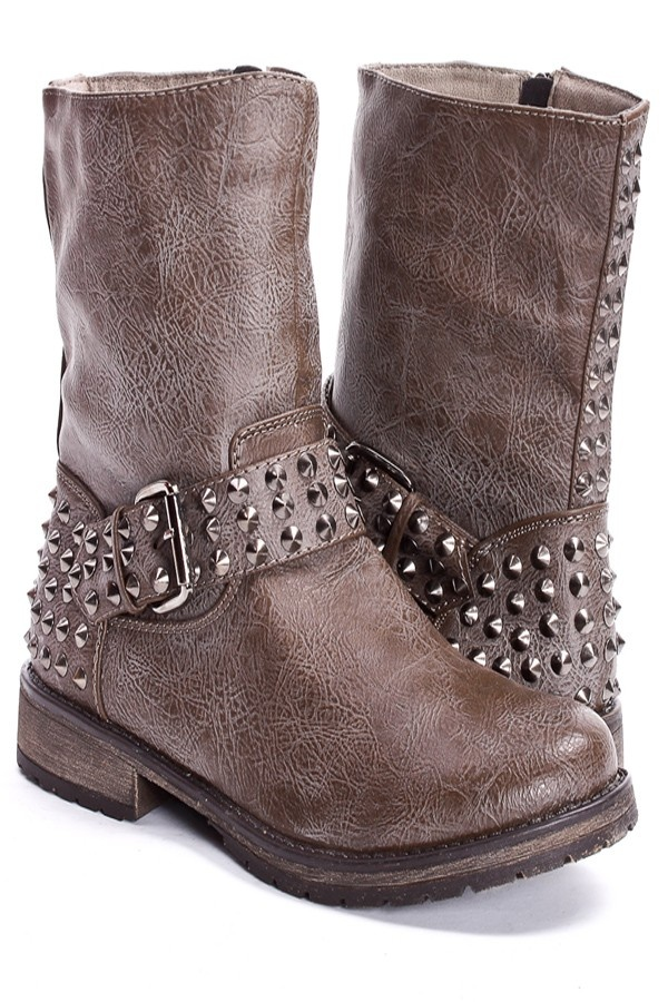 Brown boots with spikes.