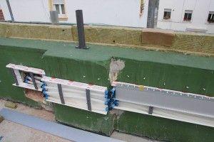 27-5-2013. #proyectoprei. Instalación de fontanería en cubierta por #instalaciones abril, con tubo de #uponor Q&E evolution en canaleta de #unex