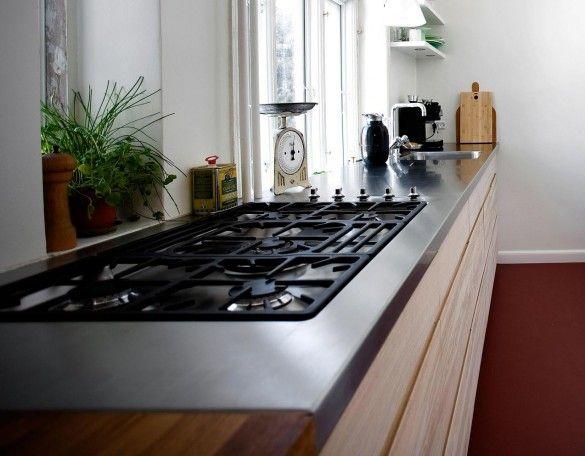 StÅl   eg i enkelt køkken med vask og drypbakke isvejst i ...
