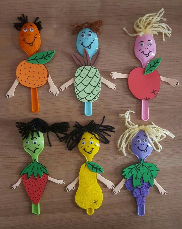 Señores fruta con cucharillas