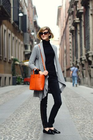 French Women Never Match Their Shoes and Bags (For Good Reason)