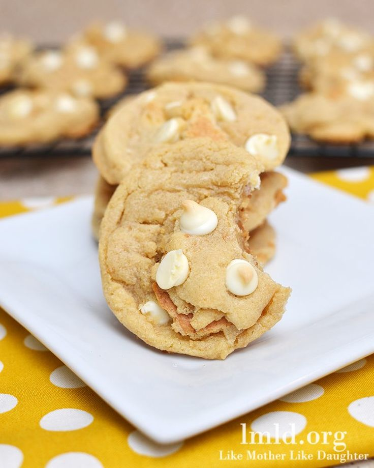 these banana cream pie cookies have the delicious flavors of the pie in chewy and delicious cookie form!