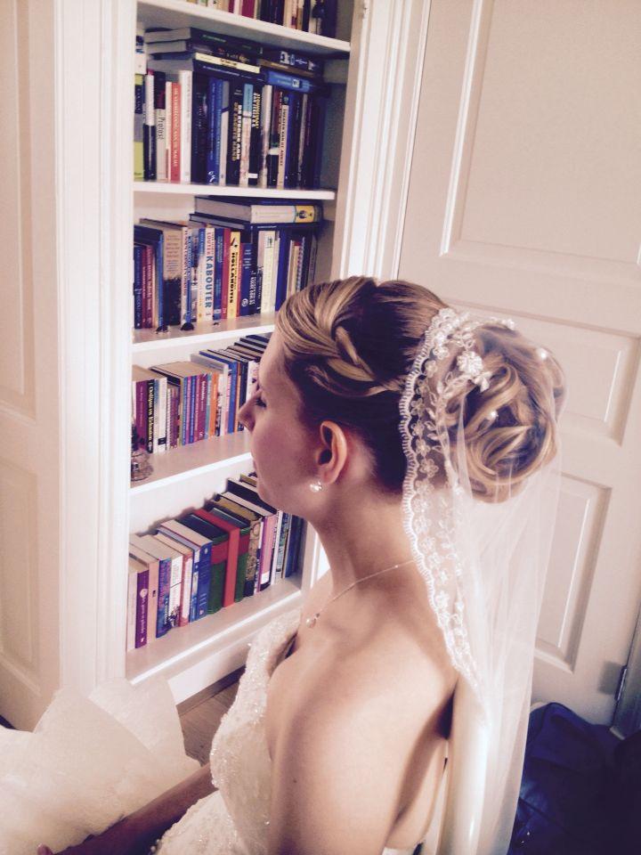 Opgestoken bruidskapsel met sluier