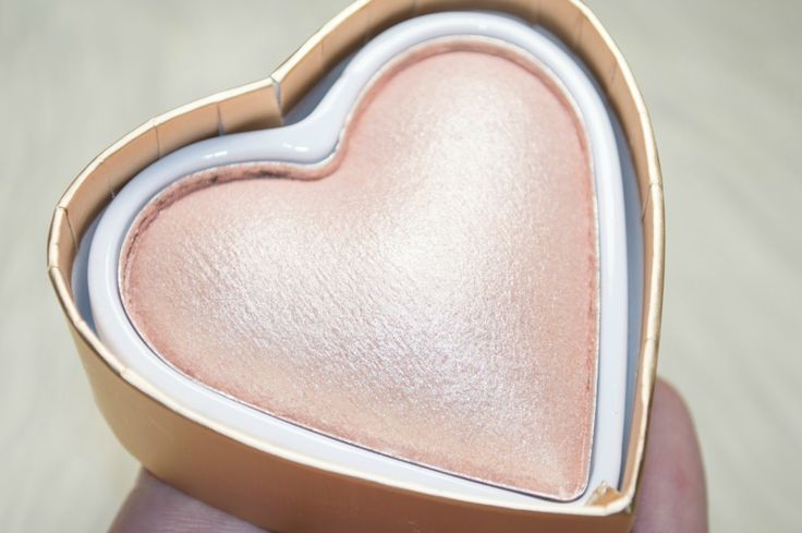 Makeup Revolution Blushing Hearts Goddess of Faith Triple Baked Highlighter