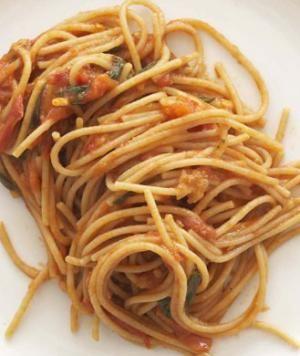 Rocco DiSpirito's Slimmed-Down Spaghetti Sauce