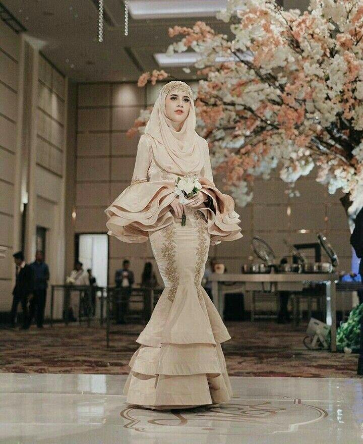Follow me and she on instagram @hamda.auliaa, @aghniapunjabi