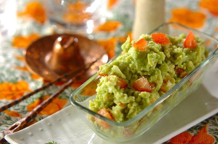 トルティーヤにはさむアボカドディップ。どの食材とも相性抜群です。タコスチップスにつけてもGOOD!ワカモレ~アボカドディップ~/近藤 瞳のレシピ。[エスニック料理/前菜]2014.07.14公開のレシピです。