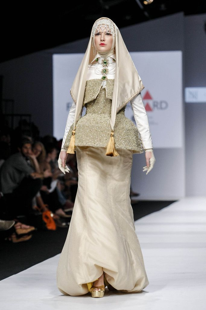 http://www.zimbio.com/pictures/DUnRicZ4YC_/Jakarta Fashion Week 2015 Day 1/u5CRteFGUD8