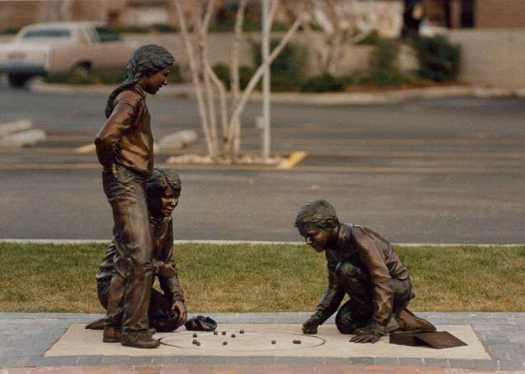 """""""Keepsies"""" statue by Ann LaRose. Photo by Ann LaRose. Mentioned in chapter 26 of Broken Windows."""