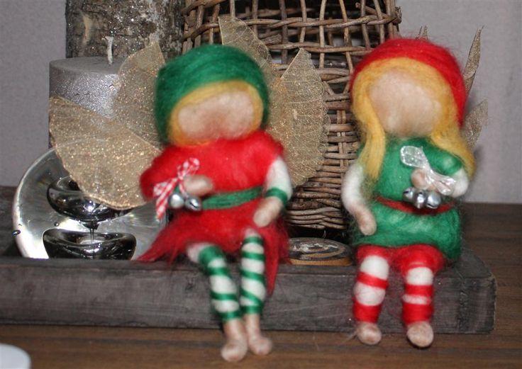 Kerst elven wachten geduldig op hun mens. Ze zijn afzonderlijk te koop en nemen een persoonlijke boodschap mee voor hun mens. meer info en bestellen; info@de-aarde-engel.nl