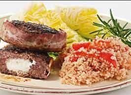 Lammebøf med gedeost og bacon    Smag af Grækenland