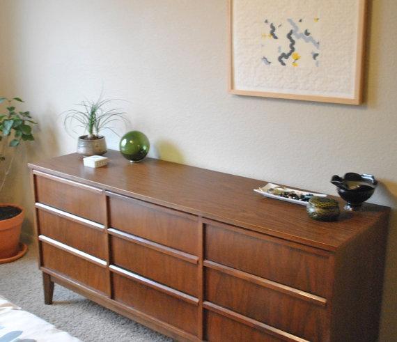 Dixie Furniture 9 Drawer Mid Century Modern Dresser