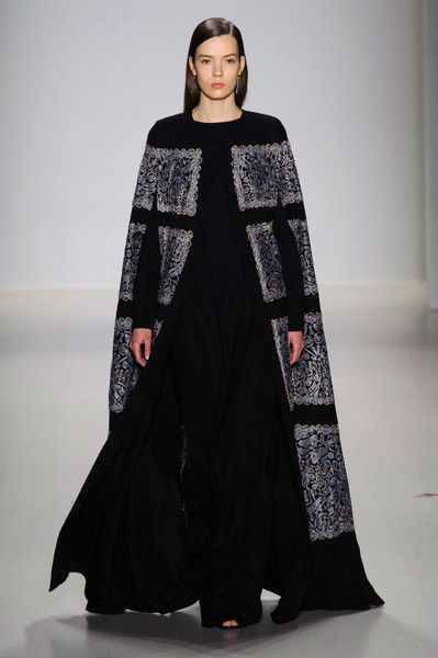 Tadashi Shoji at New York Fashion Week Fall 2015 | Stylebistro.com