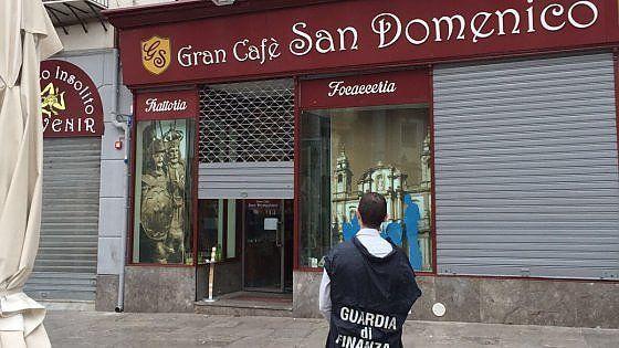 Palermo, il bar di fronte al pantheon di Falcone è dei boss: la Finanza lo sequestra
