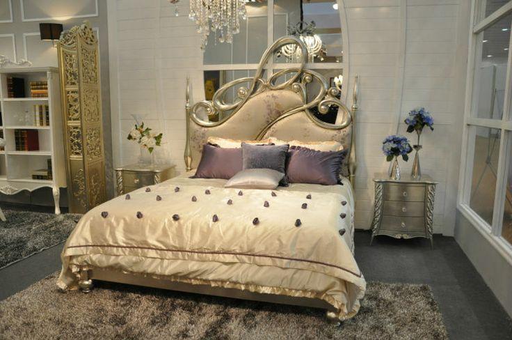 Romantic Gothic Bedroom | romântico quarto cenografia com bétula gótico estilo de decoração ...