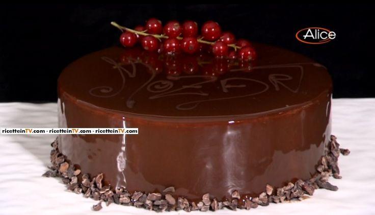 La ricetta della torta Mozart del pasticciere Gianluca Aresu, proposta all'interno del programma di Alice Festa in tavola.