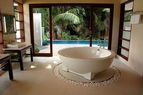 a bathroom that you could pretend you're on vacation in