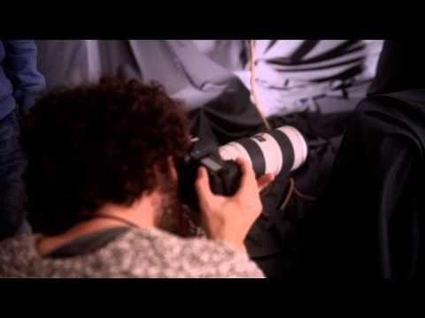 """Mira el detrás de cámaras en la sesión de fotos de Carlos Rivera para """"El Hubiera No Existe""""."""