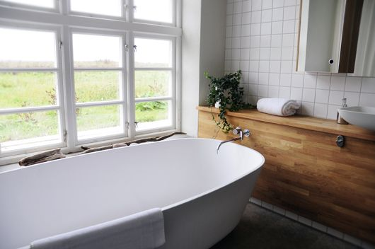 Wooden and white bathroom. The idea is very good that the tap of the bath comes out of the sink cabinet. source: http://trendenser.se
