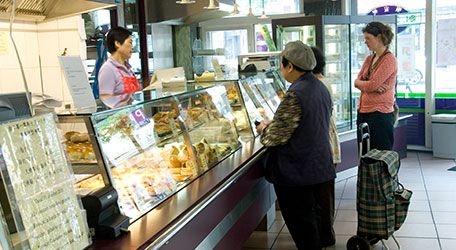 Een Chinese bakker gespecialiseerd in verse cakejes, chinees brood, hartige broodjes, pasteitjes en Dim Sum. Wie houdt daar niet van? Of u nu van zoete, zoute of hartige delicatessen houdt, bij St. Anny Food komt iedereen culinair aan zijn trekken!