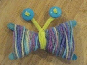 Met wol en knoopjes en hup je ziet een vlinder