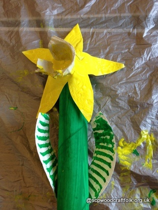 Daffodil from Kitchen roll & paper plates pre-schooler craft