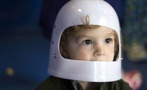 Pourquoi il faut laisser l'enfant ACTIF et AUTONOME dans la résolution de ses problèmes ou d'une tâche. : les enfants dont la mère soutient avec constance le développement de leur autonomie présentent des habiletés cognitives supérieures. Crédit: theothernate
