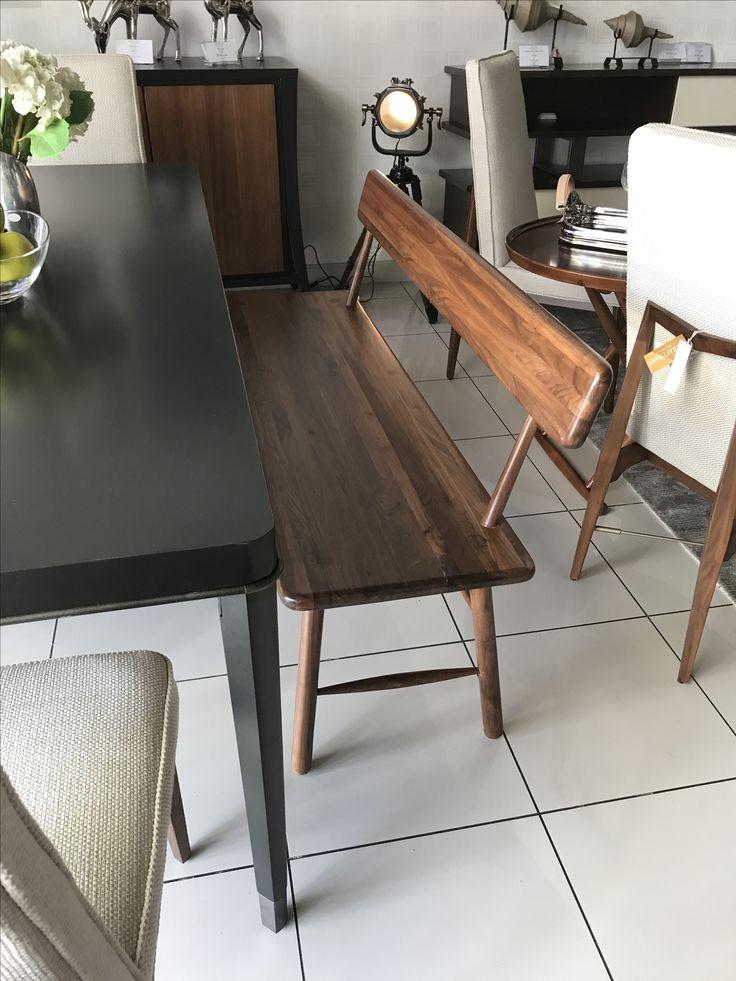 """""""Скамейка мастера"""" – так называется этот предмет мебели из коллекции Craftsman. Красивый цвет орехового дерева, длинное прямоугольное сиденье и слегка вывернутые наружу ножки выдают черты дизайна середины прошлого века. Скамейка будет отлично смотреться в ногах кровати, в прихожей или возле обеденного стола.  Размеры:142x50x79H #caracole #dningroom"""
