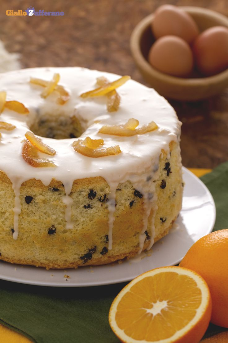 Servita con scorzette di arancia candite, la vostra chiffon cake all'arancia e cioccolato (orange chocolate chiffon cake) sarà un peccato di gola per tutti i vostri ospiti. #Thanksgivingday #thanksgiving http://speciali.giallozafferano.it/buon-appetito-america