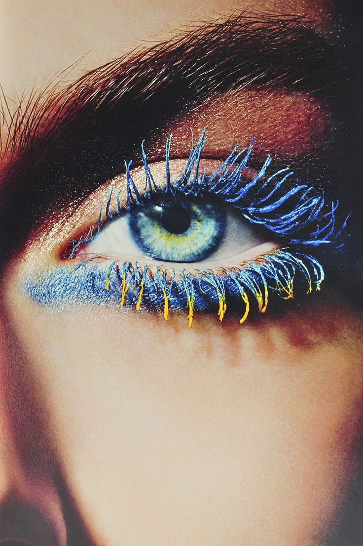 El bicolor pasó de usarse únicamente en los labios para llevarse también en los ojos. ¿El resultado? Miradas más impactantes y extravagantes, ideales para no pasar desapercibida en fiestas y otras actividades nocturnas. Si querés más información, da clic en la foto.
