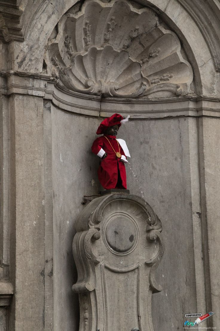 Manneken Pis, Brussels. A Roadtrip Through The Netherlands and Belgium Part 2: Bruges, Ghent and Brussels   --> http://www.confiscatedtoothpaste.com/roadtrip-netherlands-belgium-part-1-amsterdam-haarlem-hague-zeeland/