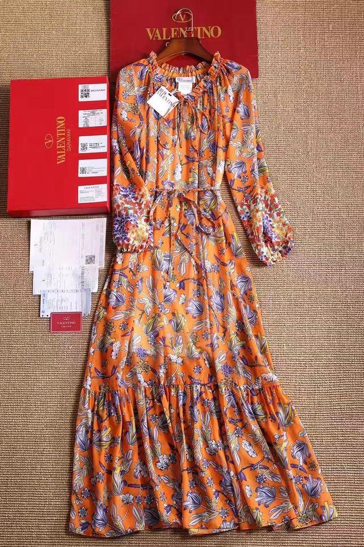 Платье Valentino люкс копия цветочный принт! Длинное платье в пол. Свободный фасон на резинках. Состав: шелк с добавлениями. Размеры S M L Цена 7000 руб