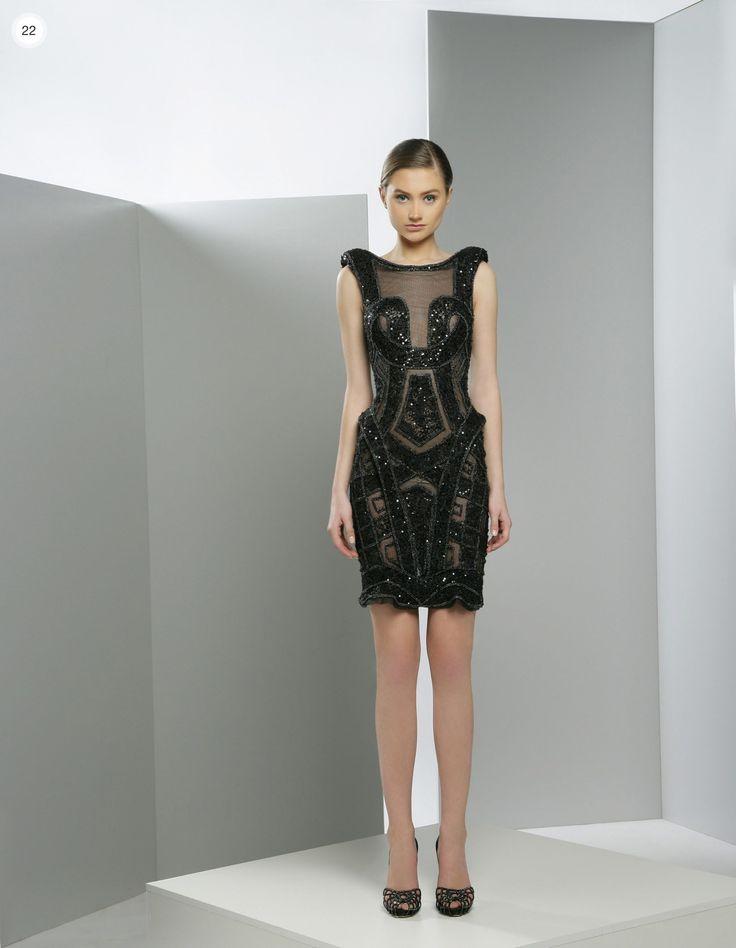 قصيرةبالدانتيل الأسودعبايات لاستقبال العيد من دار Roselleمجموعة أزياء نيكول ميلر