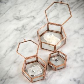 Beautiful set of 3 hexagonal trinket boxes in different sizes. Perfect for storing away jewellery or simply displayed as a collection.