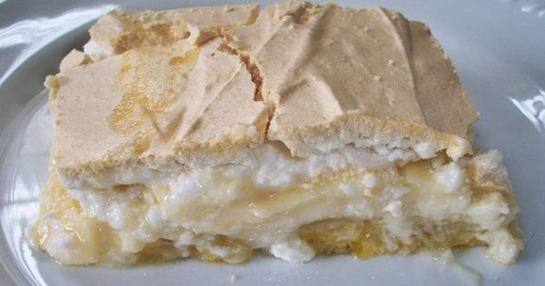 Você tem que experimentar fazer está receita, não tem segredo na hora de fazer e os ingredientes são básicos. Torta de Banana com Creme e Suspiro.