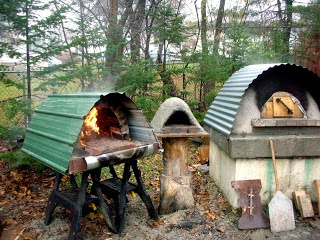 波トタンでピザ 〜〜〜 outdoor bread oven - a must for my little getaway place!