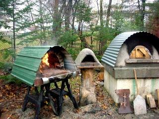 波トタンでピザ 〜〜〜 outdoor bread oven - a must for my little getaway place!