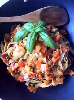 Las recetas de la familia Tartufo: Tagliatelli tricolor salteado con verduras de la huerta