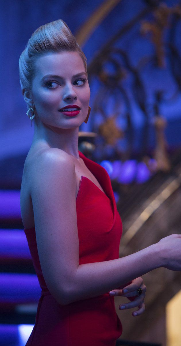 Margot Robbie photos, including production stills, premiere photos and other event photos, publicity photos, behind-the-scenes, and more.