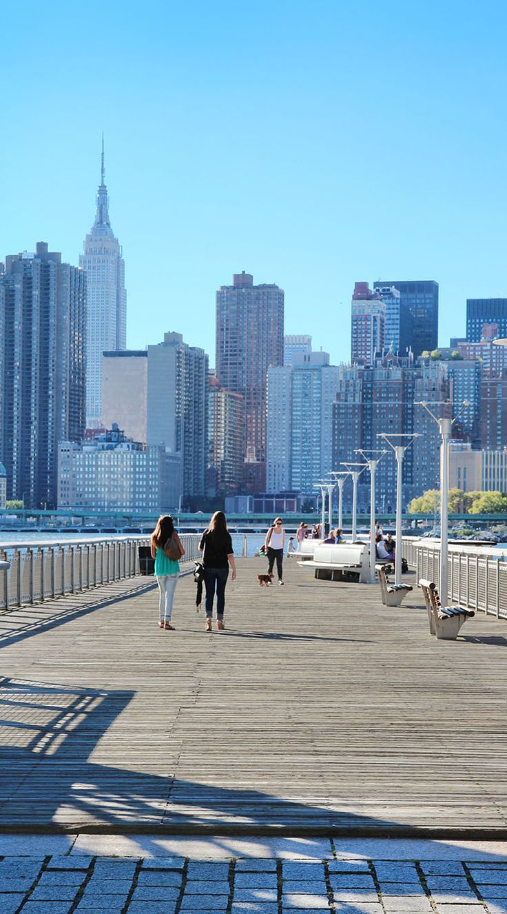 Gantry Plaza State Park, New York City / Find travel tips for NYC at A Globe Well Travelled