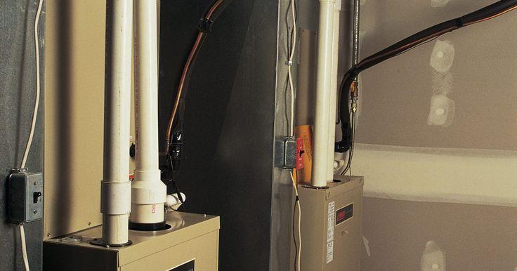Faça você mesmo uma caldeira pequena. Uma caldeira a vapor ou gerador de vapor usa água e uma fonte de calor para emitir vapor. O calor sai por um tubo e, então, vai para outro lugar, onde pode ser utilizado para energizar equipamentos, limpar, aquecer ou concluir outras funções. As caldeiras a vapor são usadas onde fontes de vapor são necessárias. Ela vem em um formato móvel, como ...