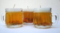 Al festejar un cumpleaños para un fan de la cerveza, ¿qué mejor decoración que hacer una vela cervecera? Puedes aprovechar las tapitas de los envases de cerveza para hacer esta vela de gel que se parece a una jarra del Oktoberfest la cual han llenado de tapitas. Vamos a ver cómo se hace esta vela or