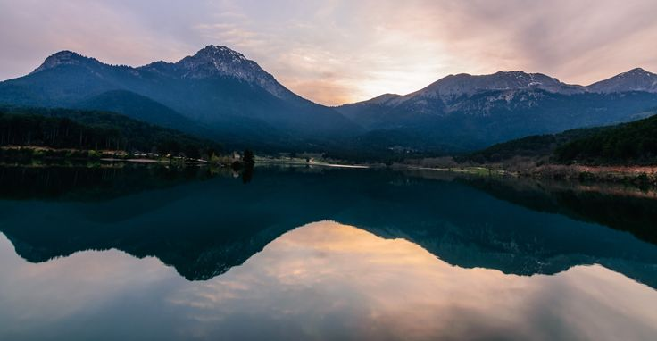 Sierra - Lake Doxa, an artificial lake in western Corinthia, is surrounded by mountains.