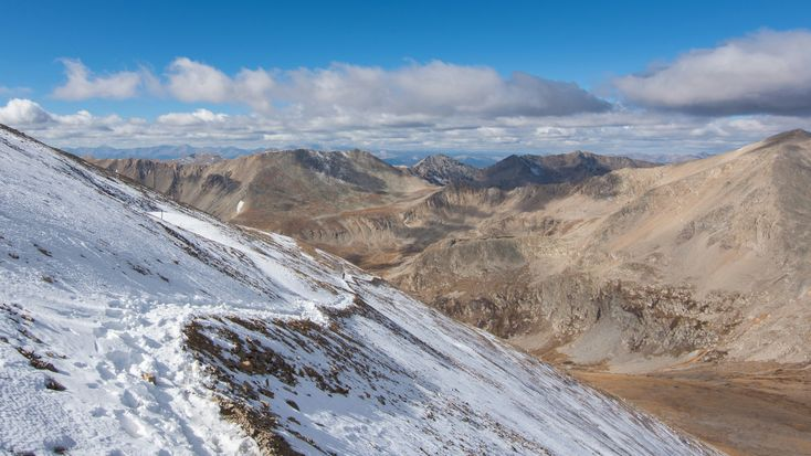 I hiked a 14,000ft peak in Colorado last and the trail had some signs of winter [OC][4196x2360]